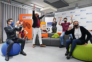 Große Freude bei der Preisverkündung: Bernhard Koessler (l., HSB-Vorstand), Oliver Stork (Mitte, DSV-Präsident), Rita Herbers (Mitte, Vorstand Hamburger Volksbank), Philipp Stork und Syllan Bockwoldt.